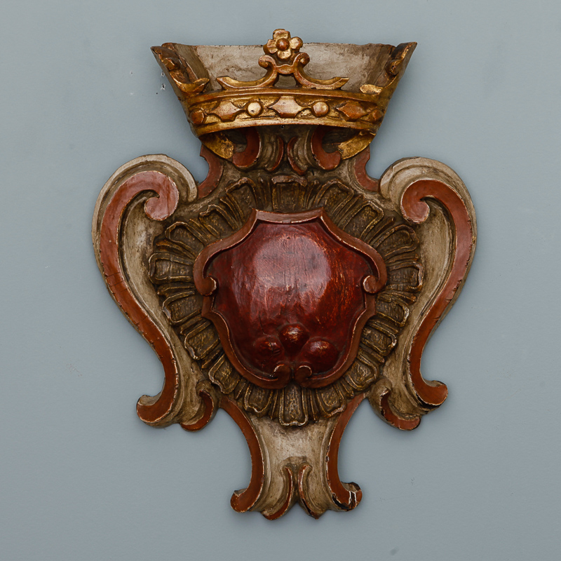 Photo of Dutch Carved and Gilded Crown with Heart