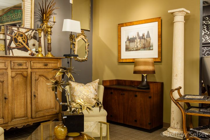 Photo of Michael Coyne - Mar. 2013 accessory display at Judy Frankel Antiques